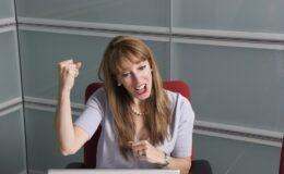 Kvinde spiller online bingo